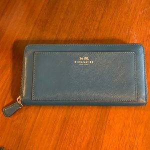 COACH TEAL DARCY LEATHER ACCORDION ZIP WALLET